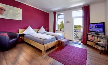 Doppelzimmer-Deluxe-Ensuite Dusche-Balkon-Blick auf den Kanal - Standardpreis