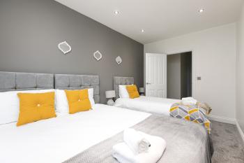 KVM - Kensington Apartment -