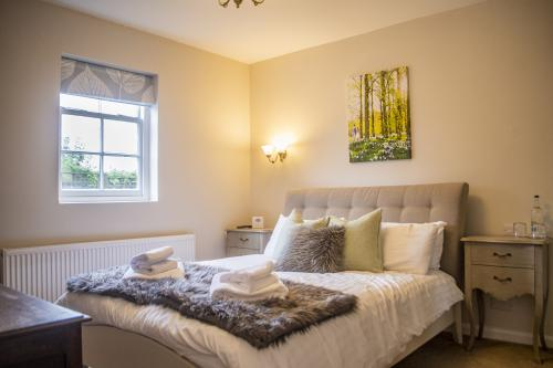 King-Luxury-Ensuite with Bath-Countryside view-Room 1 - Base Rate
