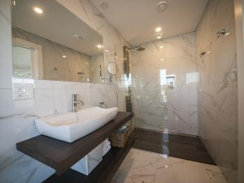 Auberge Thon Jaune – Queen Bathroom