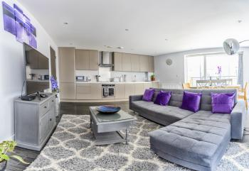 Luxury Bedford Riverside Apartment -