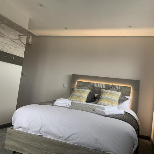 Studio-Apartment-Ensuite with Shower-Sea View-sunset studio 1 - Base Rate