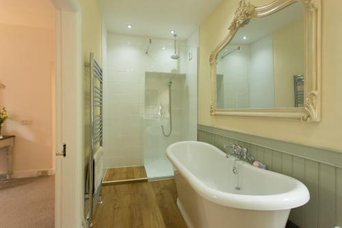 Deluxe-King-Ensuite with Bath - Deluxe-King-Ensuite with Bath