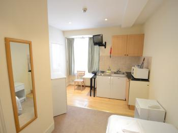 Single Studio with Kitchen and Private bathroom