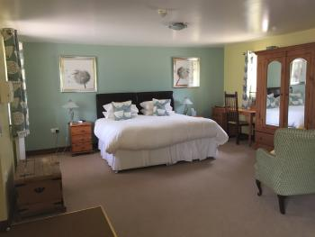 Red lion Inn Partney - Superior Double or Twin with Ensuite Wet Room - Disability Access