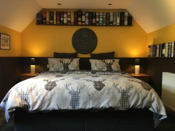 Whisky Room-Double or Twin-Designer-Mountain View-Ensuite with Shower - Whisky Room