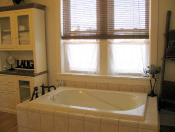 Sunroom Suite Bathroom with Jetted Tub