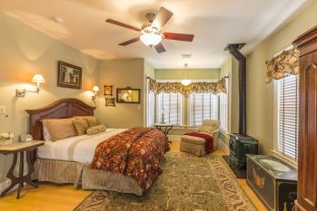 Warren guest suite