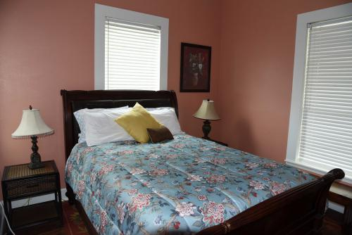 Cottage-Deluxe-Ensuite with Shower-Garden View-The Galley Suite - Base Rate