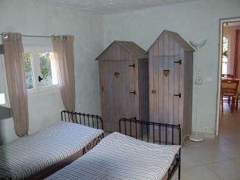chambre enfants du gite du Luberon, avec 2 lits en 90 cm