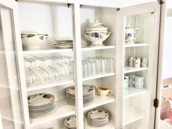 Cabinet with fine Villeroy&Boch china and glassware