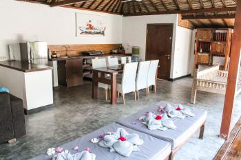 Kitchen and living area - Villa 2