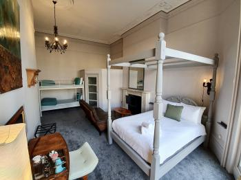 Quad room-Comfort-Ensuite with Bath-Sea View-Four poster bed - Base Rate