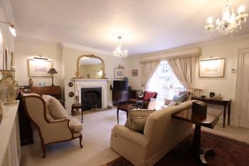 Charming & spacious garden flat close to the Clifton Triangle -