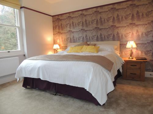 Bed-King-Ensuite with Bath-Countryside view-Hollerday (Room 7)