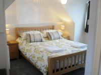 Penthouse Self-catering Apartment - King Ensuite bedroom with Sea View