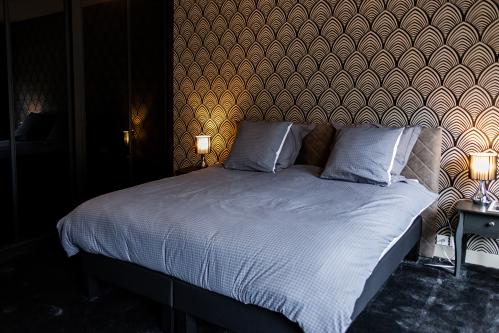 chambre lit 180 cm toile et moquette tendu