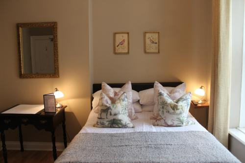 Double room-Ensuite-Guest Bed Option