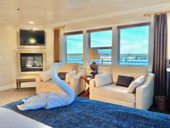 KELP Oceanfront King-Junior Suite-Private Bathroom-Panoramic-Ocean View