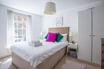 Beautiful flat with patio close to the Clifton Triangle -