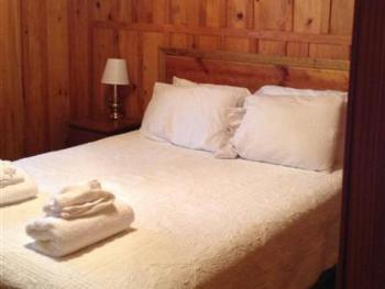 Turn On Inn Hotel & Pecan Grove RV Park - Trudy's Queen