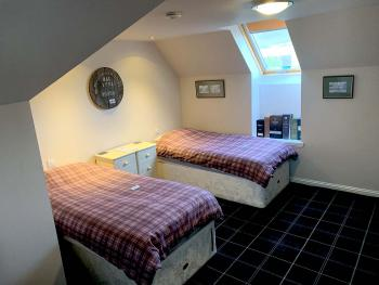 Tartan Room-Double or Twin-Modern-Ensuite with Shower-Countryside view - Tartan Room