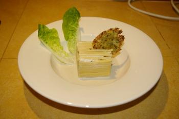 A la table d'hôtes : cube de bucatini farci aux champignons et tuile parmesan-persillade (recette de Philippe Etchebest)
