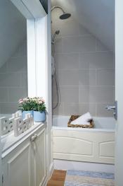 Boutique Balcony Apartment at Bodorgan Manor - Bathroom ensuite
