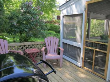 Garden Hideaway - private deck with barbecue