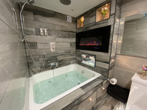 Apartment-Deluxe-Jacuzzi-Apartment 4 - Base Rate