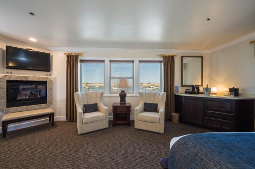 KELP Oceanfront King-Junior Suite-Private Bathroom-Panoramic-Ocean View