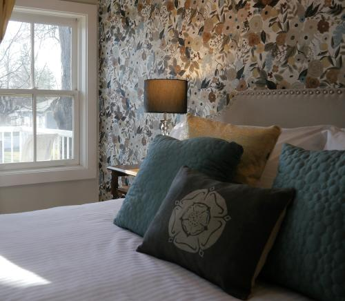 The York-Triple room-Luxury-Ensuite-Garden View - Base Rate