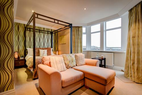 King Four Poster Room with Balcony (En-Suite)