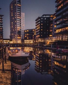 Deluxe Leeds City Centre Apt Amazing Balcony View - Night View