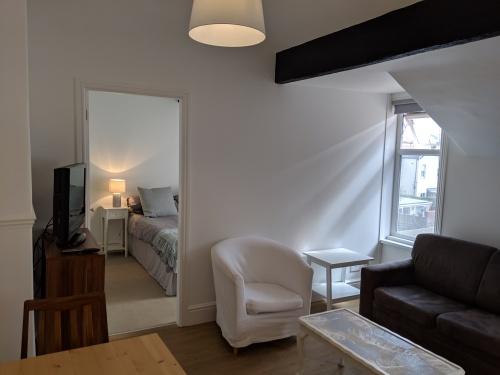 Apartment-Standard-Private Bathroom-Street View-Flat 4