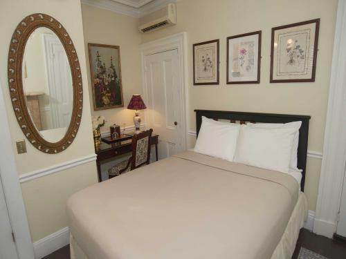 The Inn 2 Queen (no pets)-Double room-Ensuite-Standard - Base Rate