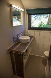 salle de bains + douche + wc + buanderie