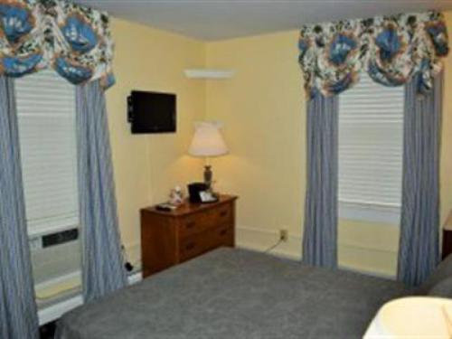 The House 11/12 Shared Qu-Quad room-Ensuite-Standard - Base Rate