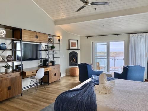 STARBOARD Oceanfront King-Suite-Panoramic-Ocean View-Private Bathroom