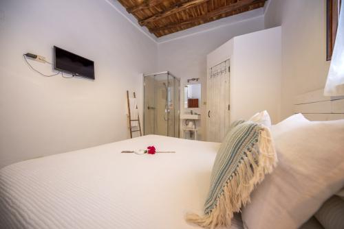 Ehebett-Standard-Badezimmer mit Dusche-Macarella
