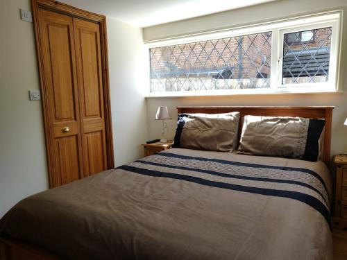 King-King-Ensuite with Shower-Garden View-Whitehouse Cottage Room 1 - Base Rate