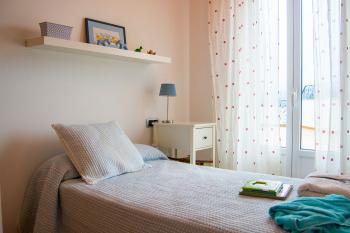 Dormitorio secundario parte con una cama