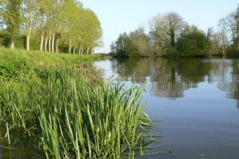 Le Canal de Nantes à Brest en été
