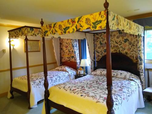 Triple room-Queen-Ensuite with Shower-Queen and Twin Bed
