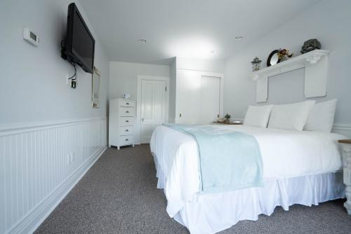 Captain's House - Suite-Marina view-King-Suite-Private Bathroom - Base Rate