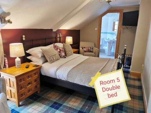 Double room-Standard-Ensuite with Shower-Woodland view-Room 5 - Base Rate
