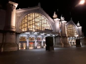 Vue de la gare de nuit