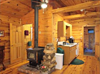 Cabin-Private Bathroom-Queen-Woodland view-Bill's Cabin