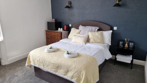 Double room-Budget-Ensuite with Shower-Courtyard view - Base Rate