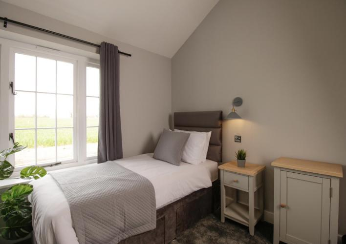 Twin room-Deluxe-Wet room-Countryside view-Disabled facilities